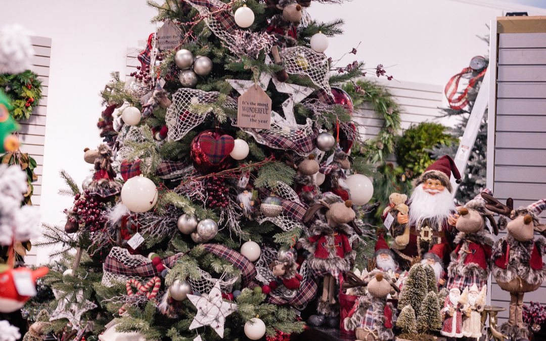 Eight Steps to a Beautiful Christmas Tree