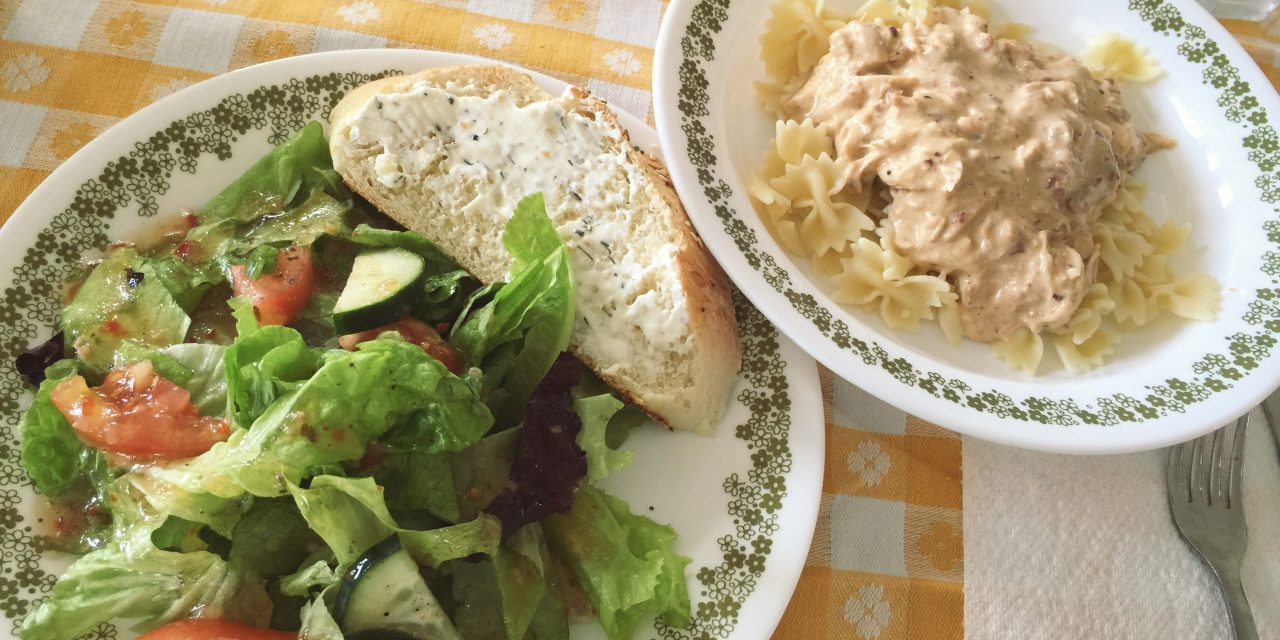 From the Farmer's Wife: Crockpot Bow-tie Chicken Pasta